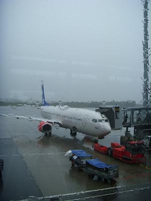 雨のオスロ空港