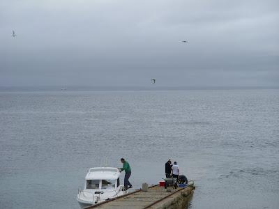 小さな桟橋とボート