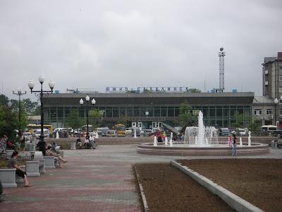 ユジノサハリンスクの駅前