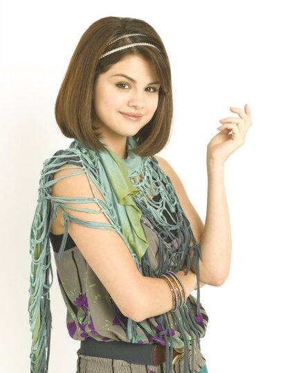 Selena`s Official Gallery - Page 2 Selena-gomez-falling-down-two-days-05