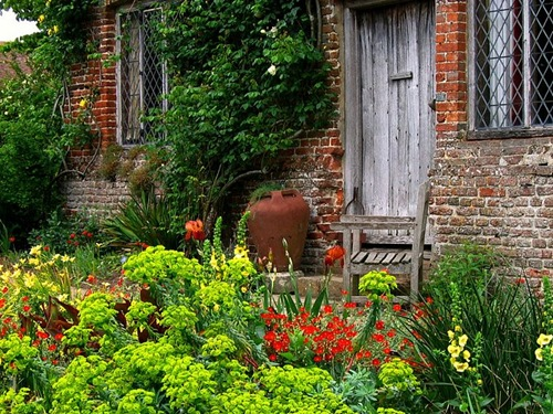Outside the South Cottage at Sissinghurst Castle Garden in Kent_ England_O-1