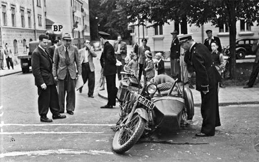 Motorcykelolycka p vre Slottsgatan 1946