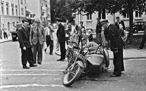 Motorcykelolycka på Övre Slottsgatan 1946