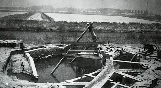 byggarbeten vid Sandkällan, svartvitt fotografi