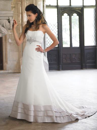 18252 - Reese Modern Bridal Wedding Gown