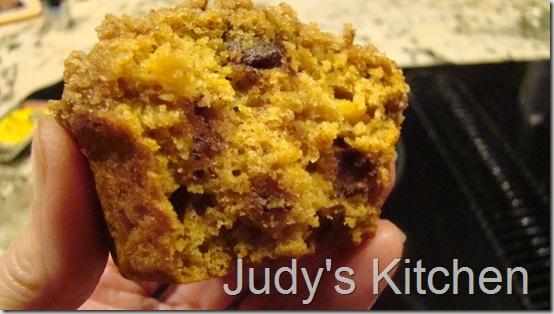 pumpkin cc streusel muffins (2)