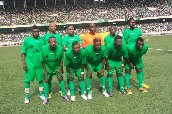 – L'équipe de l'AS V Club de Kinshasa lors du match contre le Coton sport du Cameroune. Radio Okapi / Photo John Bompengo