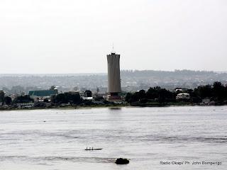 – Une vue de la ville de Brazzaville tirée depuis Kinshasa, le long du fleuve Congo. Radio Okapi/Ph. John Bompengo