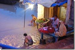India 2010 -Varanasi  ,  paseo  en barca por el Ganges  - 21 de septiembre   21