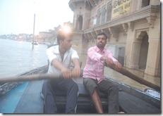 India 2010 -Varanasi  ,  paseo  en barca por el Ganges  - 21 de septiembre   55