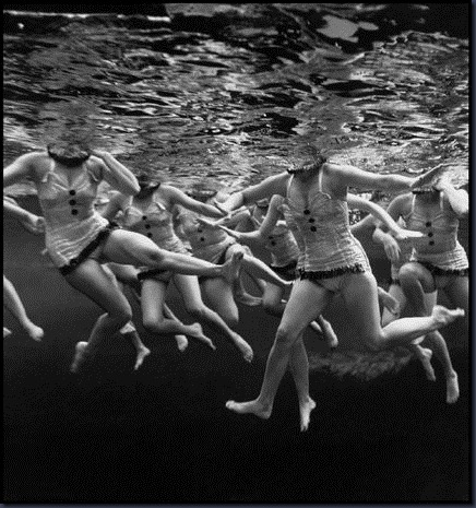 swimming,vintage,magnum,photography,swiming-b59d62424e073dc9ddf33082eb06dc2d_h