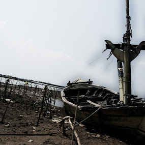 alone by Rendy Yuninta - Transportation Boats ( water, indonesia, transportation, photography, marunda, device )