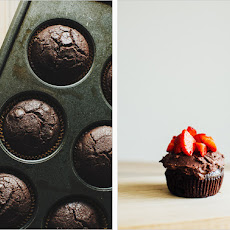 CHOCOLATE CUPCAKES WITH COCOA MASCARPONE FROSTING