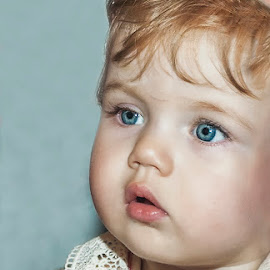 little princess by Robert Zahariev - Babies & Children Child Portraits ( child, princess, girl, blue, eyes )