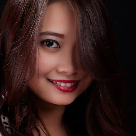 Amy 2 by Ulysses Caronongan - People Portraits of Women ( simple, alluring, beauty, filipina, smile )