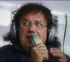 Roby non ha preso bene, come tutti noi, il suo avvicendamento ai microfoni gialloblù da parte di altri radiocronisti. Non sono però d'accordo con la voce che per me rappresenta, lo scudetto, la UEFA, la COPPA CAMPIONI e tanti, tantissimi ricordi personali... Non capisco infatti perchè, anche per questo, si tiri in ballo la società: come mai nessuno osò dire qualcosa quando Radio Verona dopo anni di trasmissione di Radio Adige, soffiò i diritti alla concorrente? Voglio dire PULIERO fu un 'logico acquisto' ma nessuno mai ha fatto presente alla nuova radio che doveva 'potenziare' le sue linee in maniera da raggiungere adeguatamente tutti gli appassionati gialloblù? Non avrei preteso, come succedeva per Radio Adige, di ascoltarmi la partita dalla provincia di MODENA ma mai avrei nemmeno pensato che, dopo San Giovanni Lupatoto, ci sarebbero stati problemi di segnale ad esempio... Mah... Io sento puzza di bruciato... L'HELLAS VERONA in questa vicenda non avrà la coscienza del tutto pulita ma anche il buon PULIERO, non me ne voglia, non dovrebbe 'mitigare' i suoi giudizi, sempre pronti e pungenti, a seconda delle convenienze... A San Benedetto la vedono male...