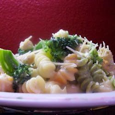 Creamy Fettuccine with Chicken and Broccoli