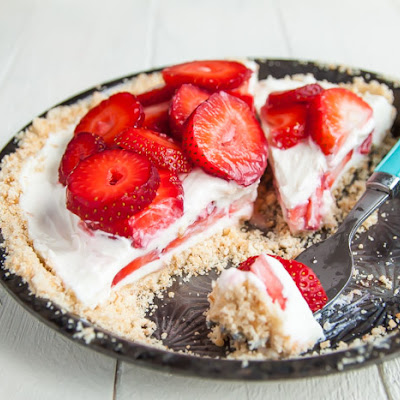 Strawberry Mascarpone Yogurt Pie