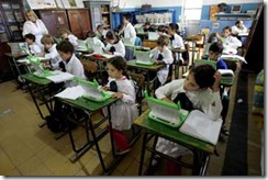 Μαθητές στην Ουρουγουάη χρησιμοποιούν ήδη το φθηνό PC της πρωτοβουλίας Ένας Φορητός Ανά Παιδί