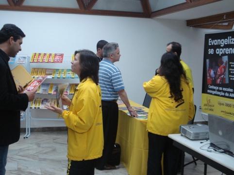 missionários da AMME atendem pastores no encontro da Sepal