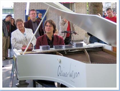 02 Grand piano