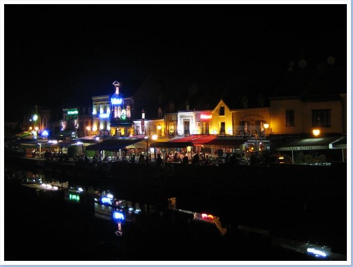 Amiens at night cr