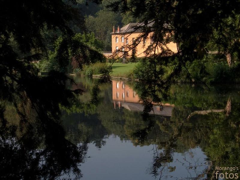 Château de Lombise vu de la rue Philogone Daras - Lombise - Hainaut - Belgique - Anne-Sarine Limpens 2008