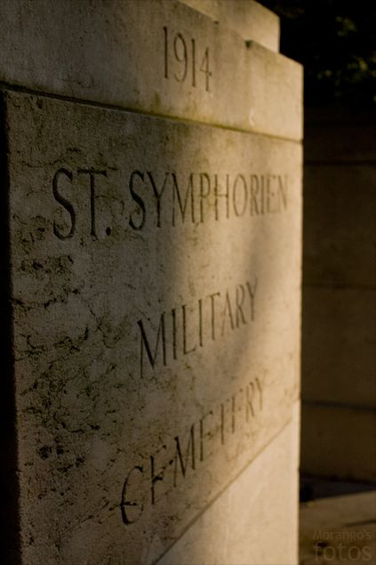 Entrée - Cimetière militaire - Saint-Symphorien - Hainaut - Belgique - Anne-Sarine Limpens 2008