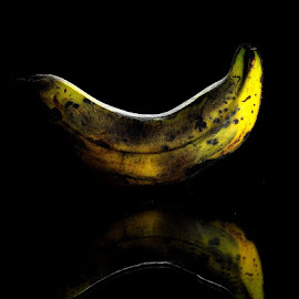 Bananas by Eki Tessar - Food & Drink Fruits & Vegetables ( speedlight, strobist, bananas, fruits, nikon )