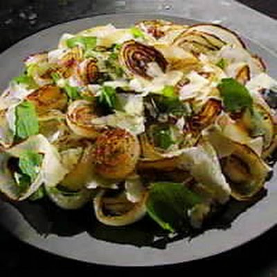 Grilled Spanish Onion with Rocket-leaf Salad
