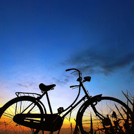 sunset ana pit e by Indra Prihantoro - Transportation Bicycles ( orange, blue, sunset, bicycle )