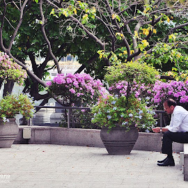 Waiting for you by Iyus Djuhara - People Street & Candids ( park, street, candid, people )