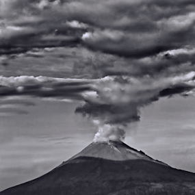 Popocatepetl smoking by Cristobal Garciaferro Rubio - Black & White Landscapes