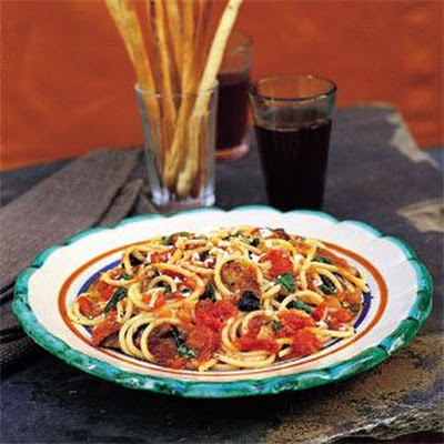 Spaghetti with Eggplant, Cheese and Tomato Sauce (Spaghetti alla Norma)
