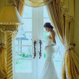 Waiting for You by Amin Basyir Supatra - Wedding Bride ( love, bali, prewedding, wedding, white, door, bride )