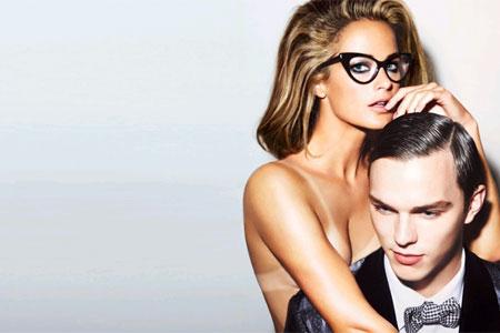 lunettes de femme sensuelles et innocentes