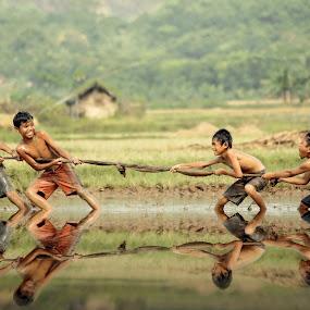 :: Tarik Tambang :: by DODY KUSUMA  - Babies & Children Children Candids (  )