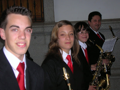 La fila de los saxofones altos casi al completo: Javi, Marta, Nieves y Antonio. No aparece un servidor, Emilio, que estaba realizando la foto