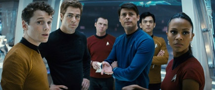 Equipe completa. Pavel Chekov(Anton Yelchin),James Kirk, Montgomery Scott (Simon Pegg), Bones McCoy, Sulu e Nyota Uhura(Zoe Saldana)