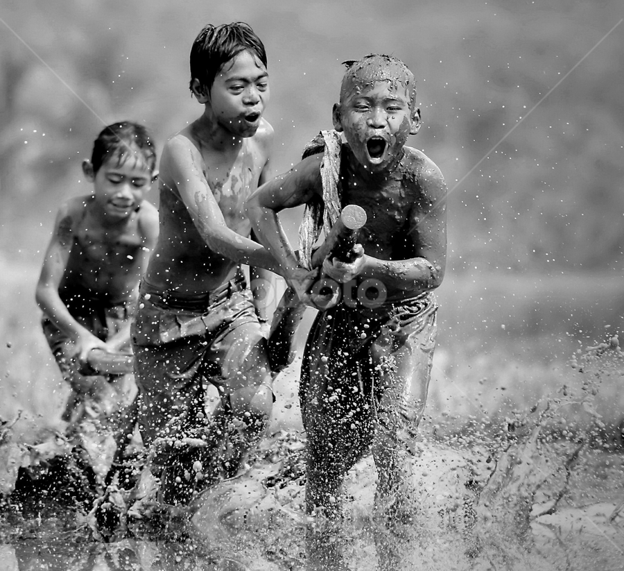 by DODY KUSUMA  - Black & White Street & Candid ( Emotion, portrait, human, people, Free, Freedom, Inspire, Inspiring, Inspirational, Places, People, black and white, b&w, child )