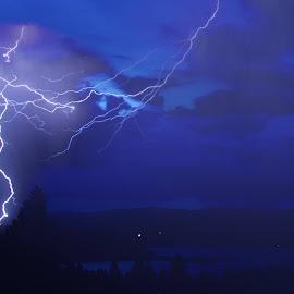 Another lightning storm, another chance for Kenai to wake me up at 3am, and another photoshoot :-) by Bob Cowe - Landscapes Weather (  )