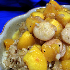 Sauteed Sea Scallops With Caramelized Peaches