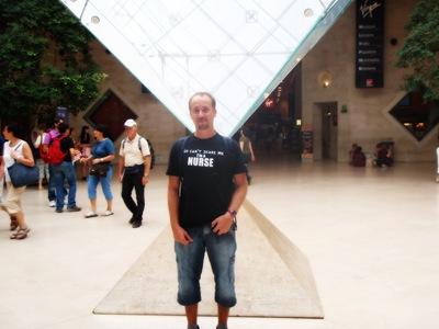 O Louvre tem alguma piada... mas não muita.