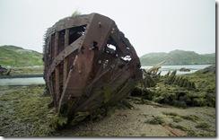 Остатки судна. Порт-Владимир, Мурманская область