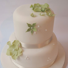 Two tier cake decorating