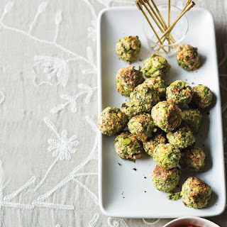 Broccoli Meatballs with Garlic-Tomato Sauce