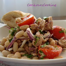 White bean salad with tuna and red onion