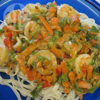 Phat Thai noodles with prawns