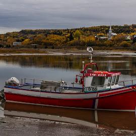 Bateau au Bic by Bertrand Lavoie - Transportation Boats ( bic, bateau )