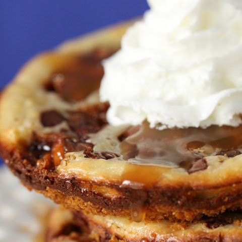 Snickers Caramel Cheesecake Cookies